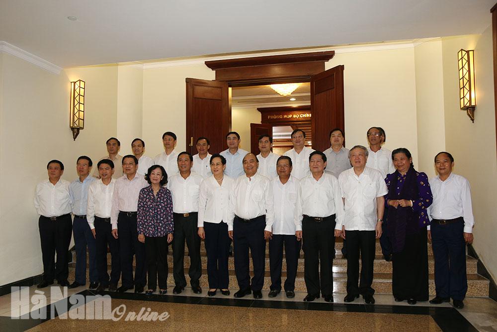 Bộ Chính trị làm việc với Ban Thường vụ Tỉnh ủy về công tác chuẩn bị Đại hội Đảng bộ tỉnh lần thứ XX