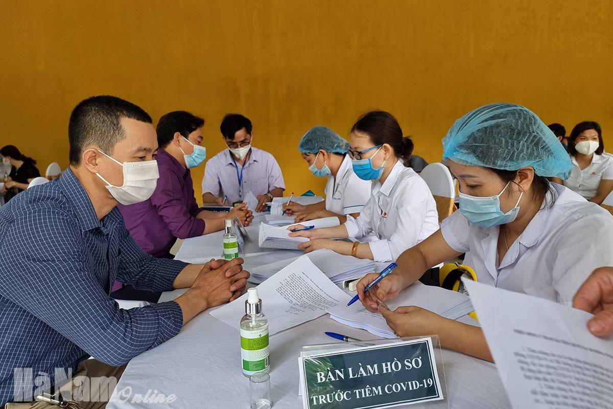 300 công nhân Công ty CP Xi măng Thành Thắng Group được tiêm vắcxin phòng Covid19